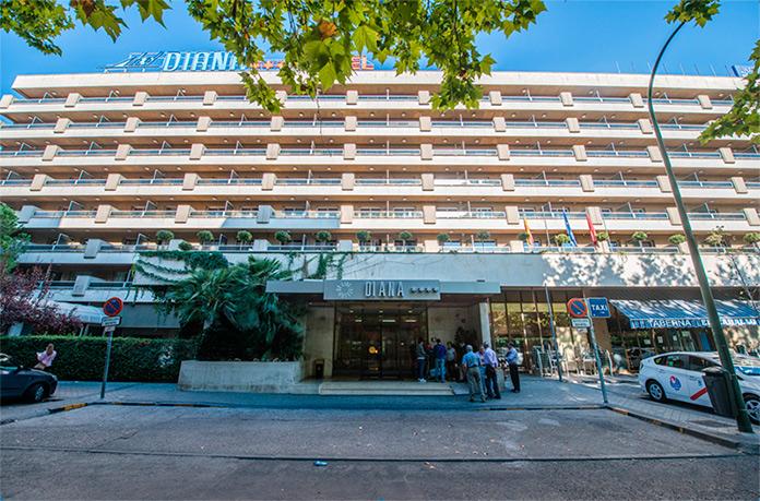 Hotel senator barajas nuevo hotel en madrid junto al for Piscina barajas