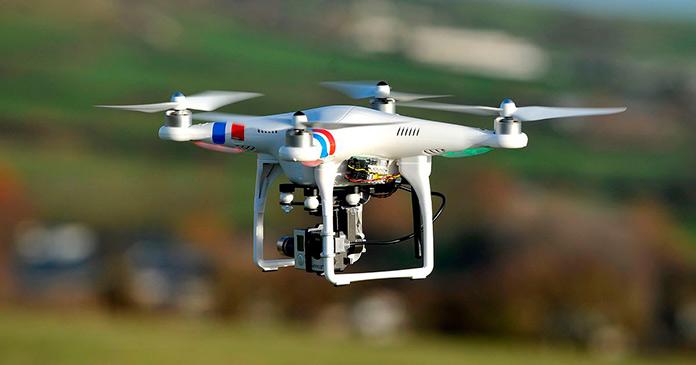 Dron realizando maniobras de vuelo