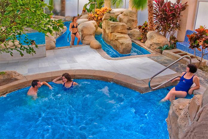 Cliebntes disfrutando de un momento de Relax en el Spa del Playasol Spa Hotel