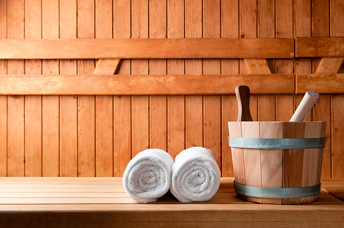 Sauna con toallas