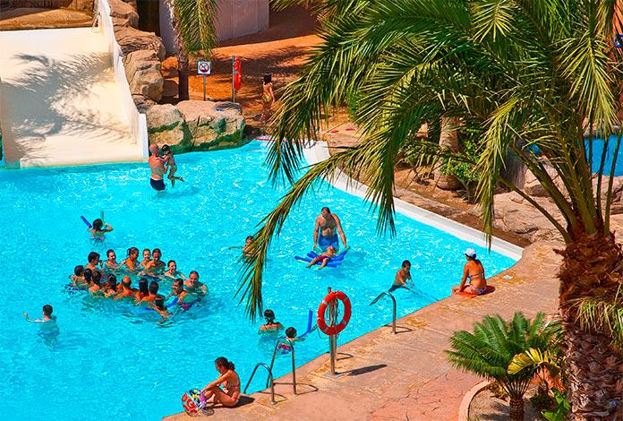 Actividades en la piscina del diverhotel Roquetas