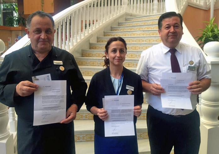 Miembros del personal de Senator Hotels&Resorts reciben insignia de formador estrella