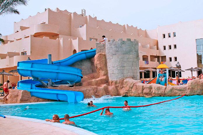 Imagen de la piscina del Hotel Cabo de Gata