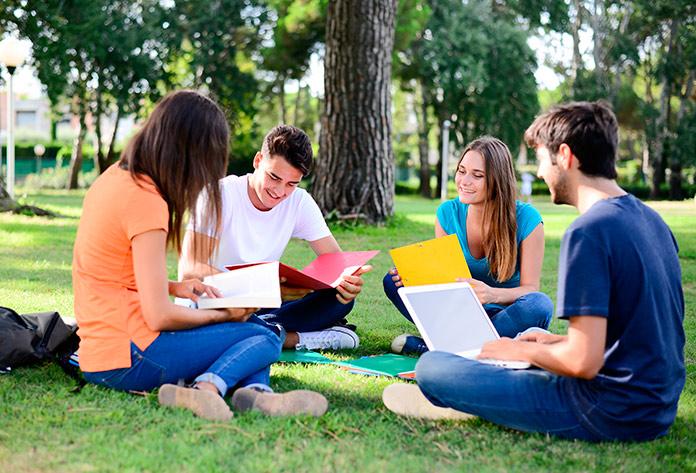 Alumnos durante los cursos de verano