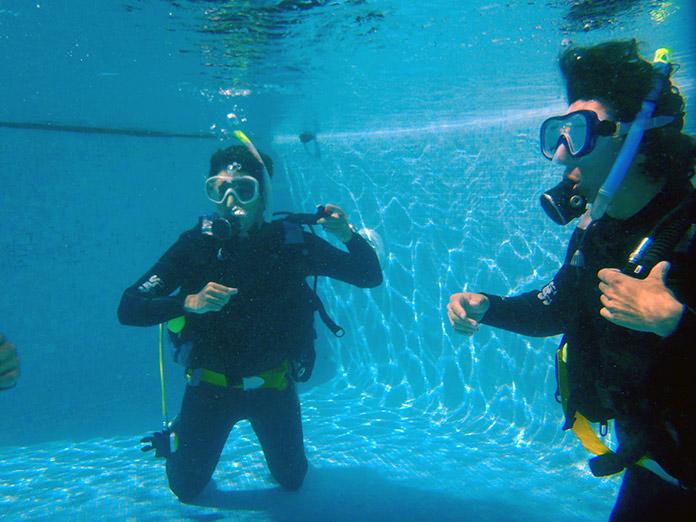 buceando en Roquetas de Mar