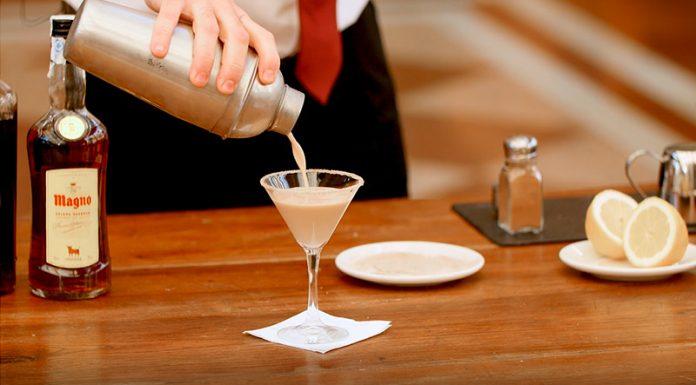 Cómo preparar un cocktail Brandy Alexander