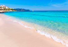 las banderas azules en las playas cerca de los Hoteles Playa