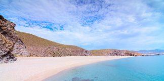 Mejores playas nudistas en Andalucía