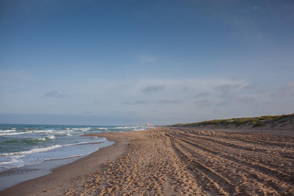 Playa de El Recatí - Perellonet y a la derecha, el Parque de l'Albufera